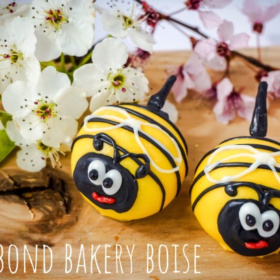 SPRING BEE FLORAL CAKE BALLS
