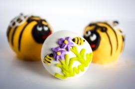 BUMBLE BEE SPRING CAKE BALLS